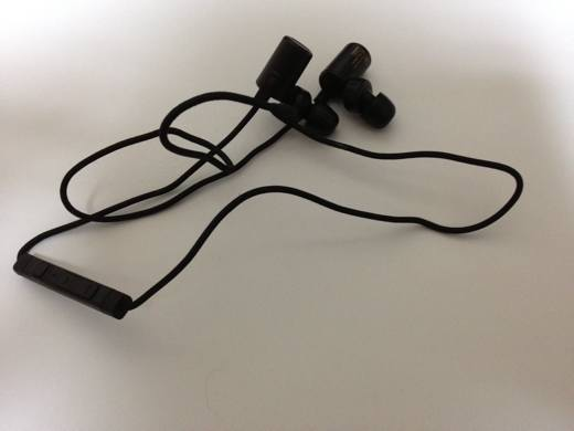 logitec-bluetooth-earphone